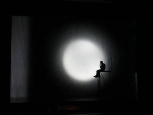 Im Scheinwerferlicht: Körpersprache im Bewerbungsgespräch - Redeangst bewältigen.